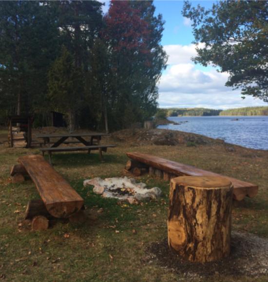 Conny Rosander har byggt en rastplats vid Vikafällan intill Urasjö