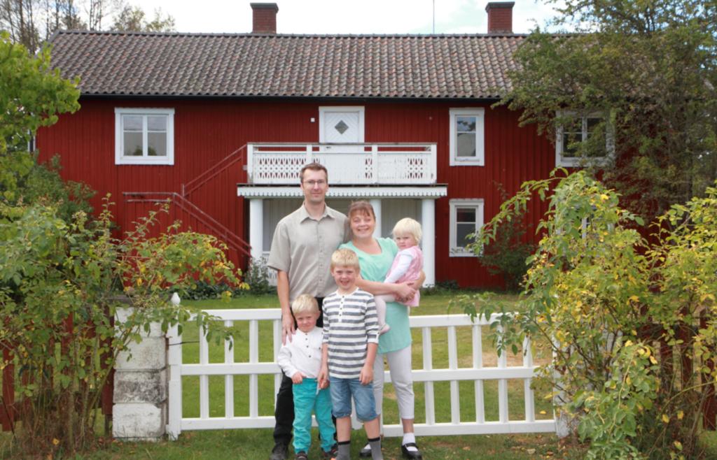 Johan och Ulrika Ursjö med sina tre barn Filip, Jonathan och Ellen.